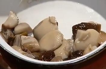 Як приготувати мариновані гриби без стерилізації - відео